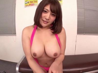 爆乳ロリ藤浦めぐちゃんの潮吹きパコ→勢いあまって大量顔射!