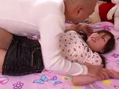 「ちょっと何すんの!」義父チンポにレイプされ大量顔射キメられるJK娘