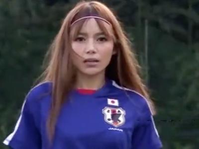「我慢出来ませんっ」サッカーコスのギャルがコーチと青姦パコ!