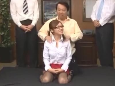 「壊れちゃうッ」連続で次々と膣に入ってくるおチンポに失神寸前な巨乳秘書w