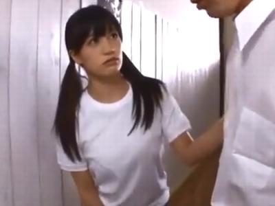 巨乳JKが同級生チンポを包み込むようなパイズリ奉仕!