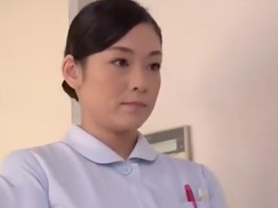 長期入院で溜まったザーメンをこっそり抜いてくれる恵体の看護婦お姉さん