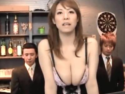 母乳バーの巨乳店員が店内で客にチンポをねじ込まれ悶絶昇天