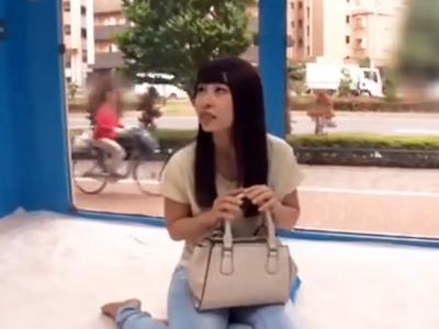 お買い物に来ていた素人美女をMM号に連れ込んで着衣のままチンポガチハメ