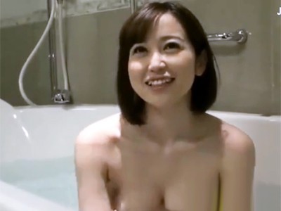 神女優・篠田ゆうちゃんを3Pハメ→名器マンコに大量中出し!