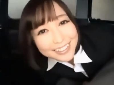 美人カーディーラーが契約を結ぶために客の中出しザーメンを膣中へ受け入れるw