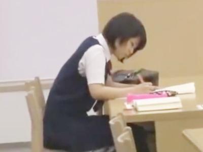 勉強中の真面目なJK娘が性欲の溜まった変態男に襲われてザーメン顔射