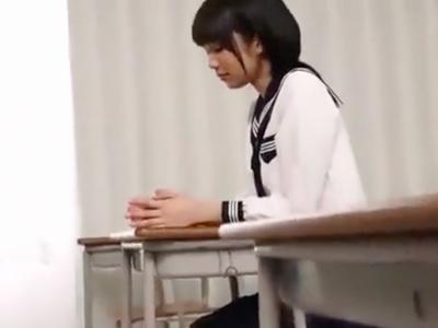 スレンダーJK娘が教室で教師チンポをイラマフェラ→口内射精フィニッシュ