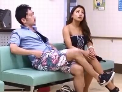 子宮検査にやって来たギャル妻が医師におチンポをハメられ虜にw
