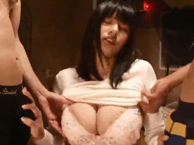 巨乳美少女春菜はなちゃんに3Pダブルチンポでぶっかけ!
