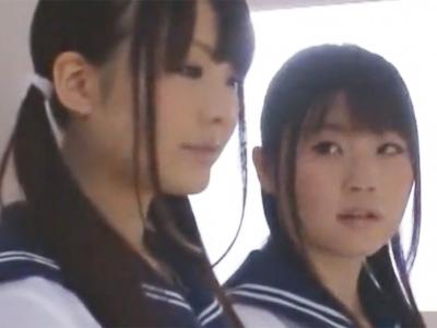 美少女JKコンビの協力チンポ攻めプレイに耐えられるわけもなくザー汁噴射