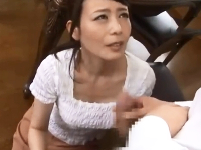 息子のオナニーを目撃→優しく手コキフェラしてくれるお義母さん