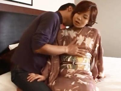着物の似合う素人妻をホテルに連れ込み不倫ハメ撮り