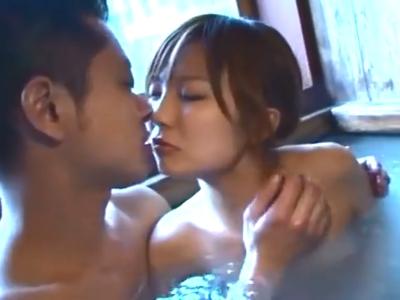「それ好きっ」スレンダー美女と旅館の温泉でイチャラブ性交!