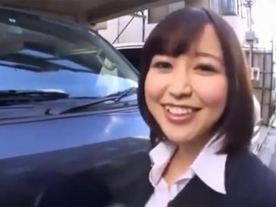 売れ残りの車を処分する為なら中出し営業も厭わない巨乳の営業レディ