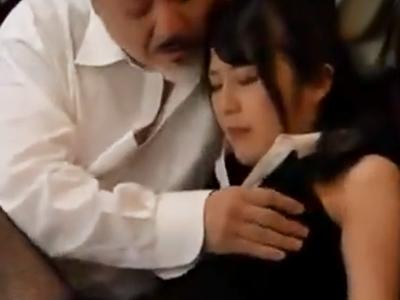 気になっていたメイドが父親の性奴隷に成り下がってることを見つけてしまった衝撃