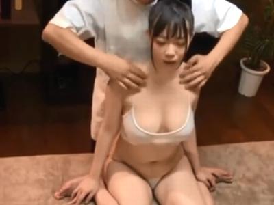 乳腺マッサージで感度が爆上がりした巨乳美女が痙攣アクメ