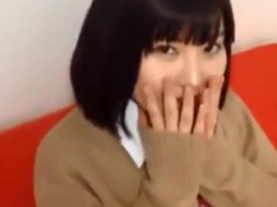 ロリカワな美少女JKの高速手コキに耐えきれずザーメン大量噴射w