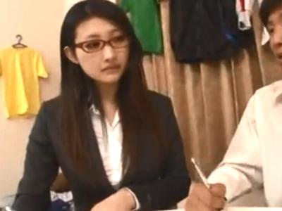 眼鏡の似合う淫乱家庭教師の色気で勉強に集中できないので一発性処理パコ