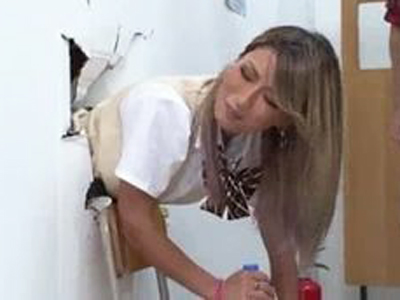 壁にハマって動けないギャルはレイプされて然るべきですw