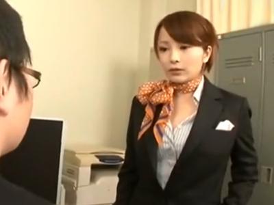 社内で変態行為を働く部下を手コキでお仕置きする女上司