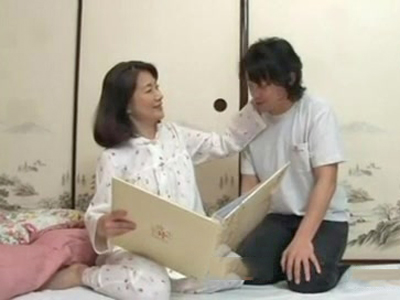 熟女ママが結婚前の息子に抱かれて喘ぎっぱなしの禁断ファック