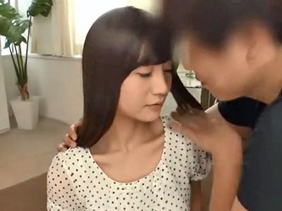 ロリボディな美少女がイキたてマンコを手マンされて脱水症状寸前の大量潮吹き!