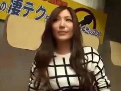 椎名ゆなちゃんの抜群手コキに素人チンポあえなく暴発w