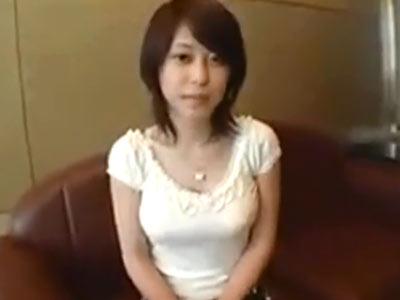 清楚感溢れる黒髪ショトカ素人妻が脱いだら巨乳で不倫ハメ撮りに耽ってる件