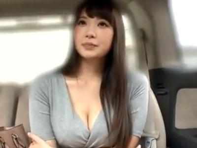 巨乳美女が素人男性宅へ出張→パイズリ奉仕に本番まで!