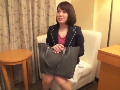 「それだめ!逝っちゃうからッ」弘中アナに似てる素人OLがあまりの気持ち良さに自分から腰振りパコ