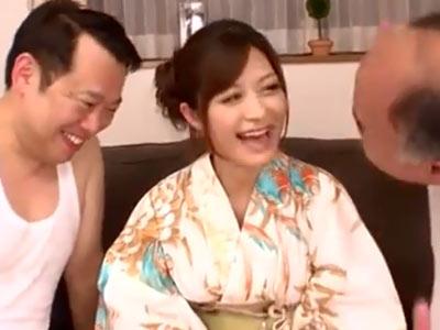 和服姿のさとう遥希がキモ男界を代表する2人と激ハメ3P→気持ちよすぎて大量潮吹き