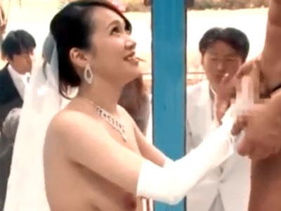 結婚式を抜け出して夫の目の前で中出しパコするドスケベ巨乳素人新妻現る!