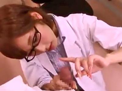 眼鏡の似合う痴女教師が生徒チンポを連続フェラチオでザーメン搾取