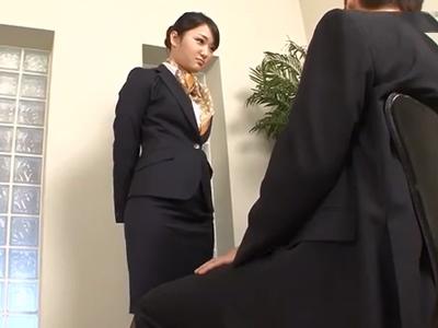 「課長…御願いしますね♪」自分の仕事の為に課長を誘惑してフェラ抜きするOL