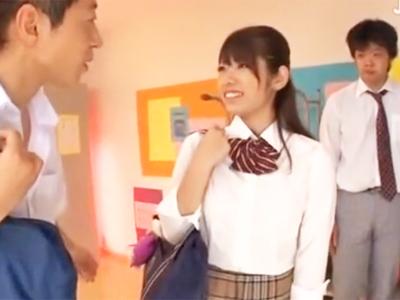 制服姿の美少女JK娘が複数のクラスメイトに犯されて大量ザーメン顔射