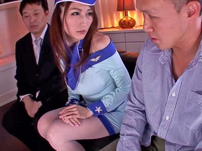 JULIAが包茎男性の悩みを聞いて優しく3Pパコ