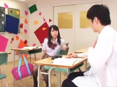 「教えてくれたっていいじゃん~」ちょっと頭の弱いJKがTバックで同級生を誘惑し教室パコ