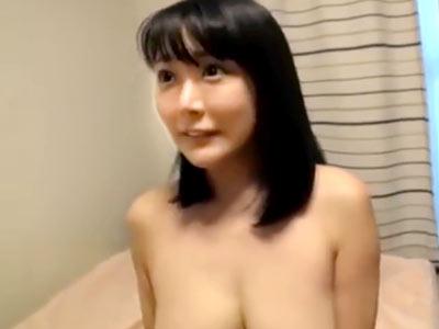 巨乳で性欲も強い素人妻がヤリチンに持ち帰られてハメ撮り中出しされてる件
