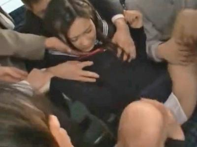バス内で逃げ場も無い状況で鬼畜男達から集団痴漢されてしまう美少女JK