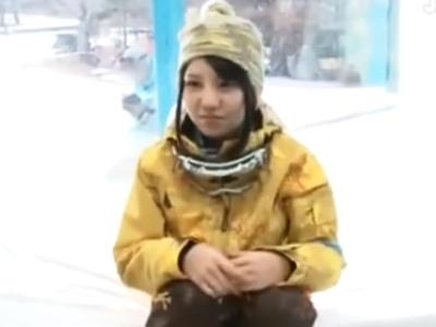 スキー場で色白美女ナンパ→彼氏に内緒で中出し受け止める