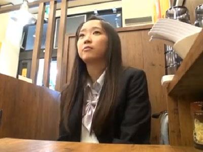 ロリ系の美少女JKが円光相手のおっさんに無許可で中出しされて悶絶イキ