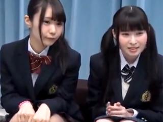 アイドル顔のロリ系素人JK2人組を騙してエロ診察→並べてチンポハメ!