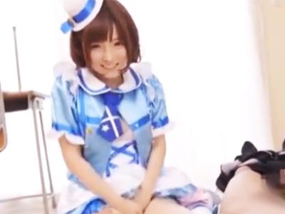 小柄な色白美少女の佐倉絆ちゃんとのコスプレSEXを主観体験