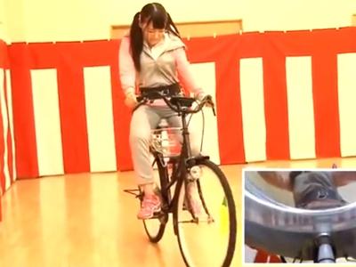 ハイパー電マサドル自転車でイキまくる巨乳ギャルが…我慢できずに大量潮吹き!