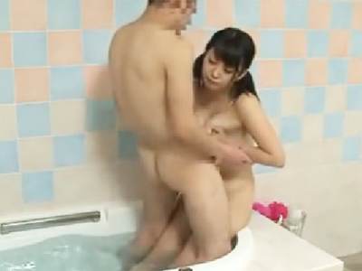 「え…何するの?」純粋なロリ巨乳妹を風呂場で犯して中出しする兄w