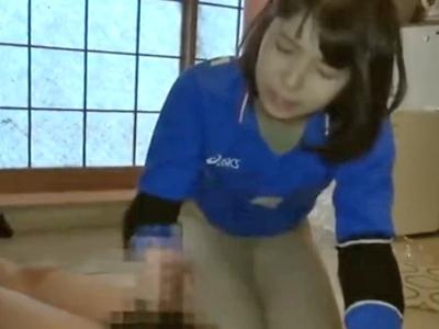 ロリカワ素人娘が射精後チンポを興味津々手コキで連続抜き!