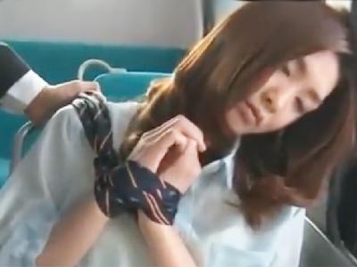 バスでうたたねをしているお姉さんを拘束痴漢レイプ