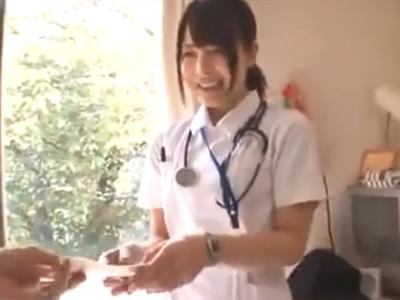 「えっここでするんですか?…」美人ナースに諭吉渡して病室パコしてもらう