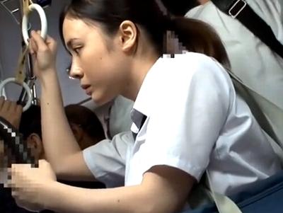 「や、やめて…」バスで痴漢にあった爆乳JKがその場で声殺しレイプされる!